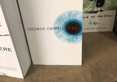 Sách của George Orwell.