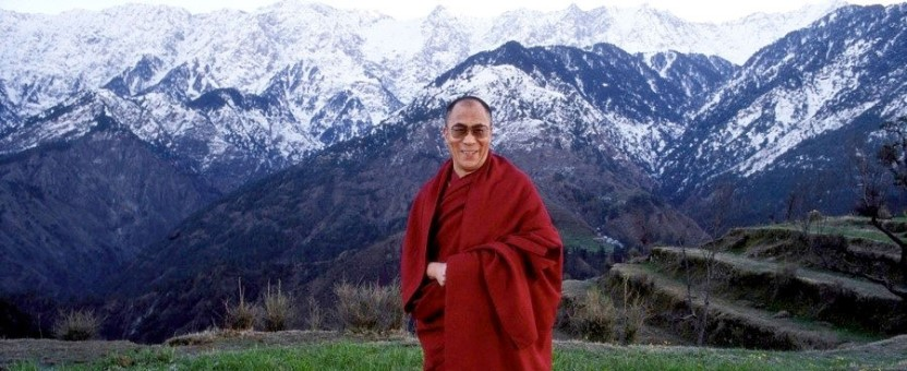 Hình 1: Đức Dalai Lama và Cực Thứ Ba của Trái Đất. nguồn: activeremedy.org