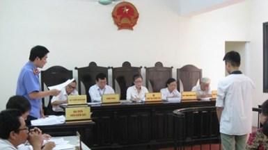 Viện kiểm sát thường được xếp ghế ngồi trên luật sư. Ảnh: Bảo Thắng/ TP