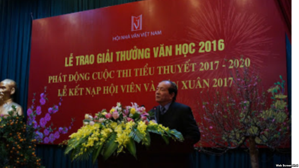 Chủ tịch Hội nhà văn Việt Nam Hữu Thỉnh đột ngột thông báo sẽ 'Mời tất cả các nhà văn hải ngoại, kể cả những người đã cầm bút phục vụ chế độ cũ, về dự 'Hội nghị hòa hợp dân tộc' dịp giỗ tổ Hùng Vương'. Ảnh chụp màn hình