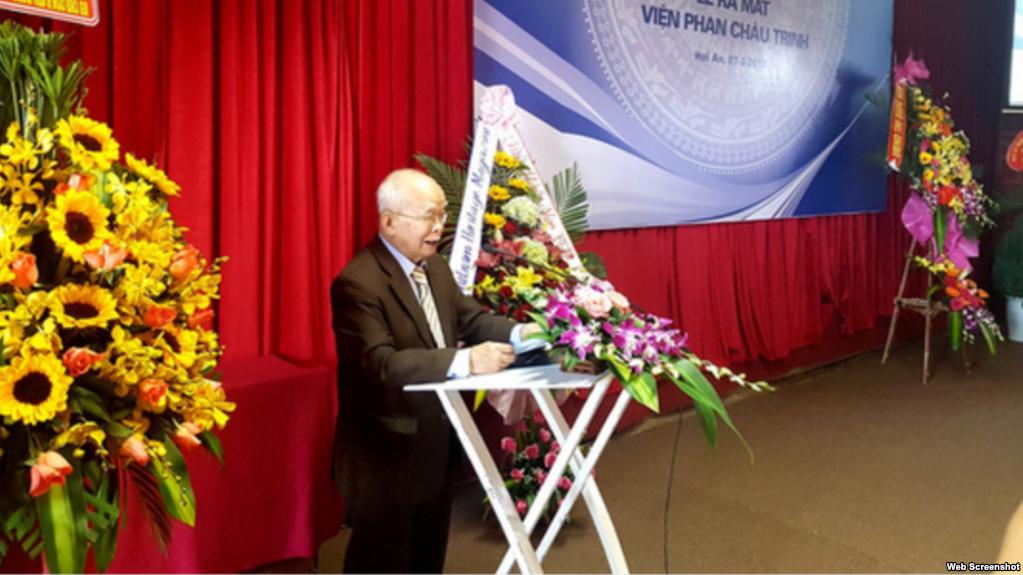 Nhà văn Nguyên Ngọc phát biểu tại lễ ra mắt Viện Phan Chu Trinh. Ảnh chụp màn hình.