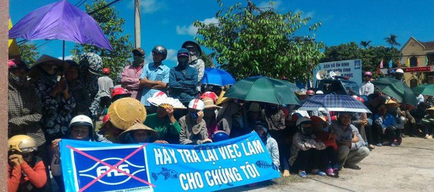 Người dân miền Trung xuống đường phản đối Formosa. Ảnh: internet
