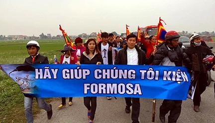 Người đân đi kiện Formosa. Ảnh: internet