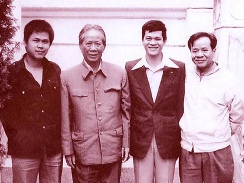 Tổng Bí thư Lê Duẩn và các con trai Lê Hãn, Lê Kiên Thành, Lê Kiên Trung (1978)