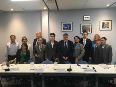 Phái đoàn EU gặp gỡ đại diện các tổ chức XHDS. Ảnh: Nguyễn Anh Tuấn.