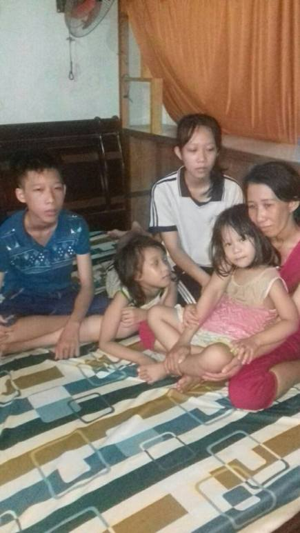Chị Loan và 4 người con. Ảnh: FB Võ An Đôn