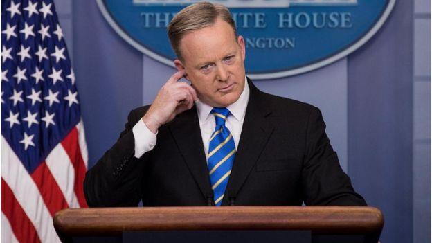 Ông Sean Spicer, Thư ký Báo chí Nhà Trắng, nói chính quyền của ông Trump sẽ 'không ngồi yên' để cho tin tức thất thiệt được hoạt động. Ảnh: Getty Images