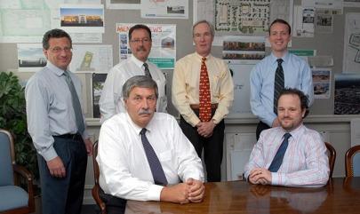 LS Thomas M. Wells, người ngồi bên trái. Nguồn: Wells Law.