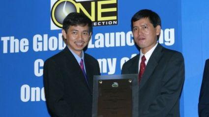 Ông Trần Huỳnh Duy Thức (trái) hiện đang thi hành bản án tù 16 năm và đã trải qua bảy năm ở trong tù. Ảnh: Oc-OpenGlobe