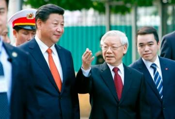 Nguyễn Phú Trọng và Tổng bí thư, Chủ tịch TQ Tập Cận Bình đi bộ sang Văn phòng TƯ Đản