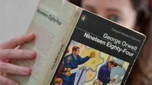 Cuốn sách đang nằm trong danh sách bestseller tại Anh, Mỹ. Ảnh: Reuters.
