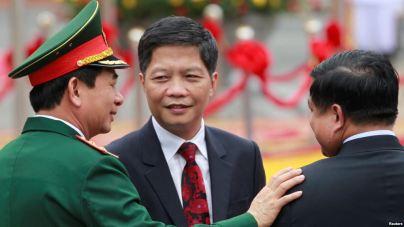 Ảnh tư liệu Bộ trưởng Bộ Công Thương Trần Tuấn Anh (giữa). Ảnh: Reuters.